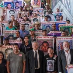 Padres de Los 43 dan dos meses a AMLO para ver ex funcionarios consignados