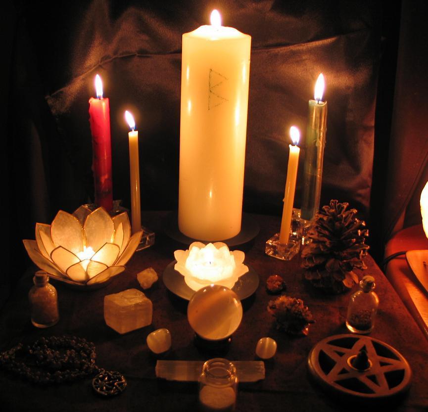 imbolg 2009 altar candlelit