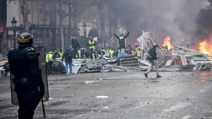 Enfrentamientos entre los «chalecos amarillos» y la policía en los Campos Elíseos