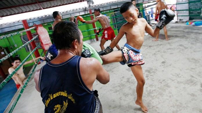 Niño tailandés muere en combate de boxeo