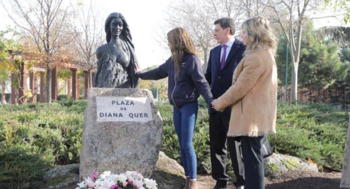 La plaza de Diana Quer ya luce el busto de la joven