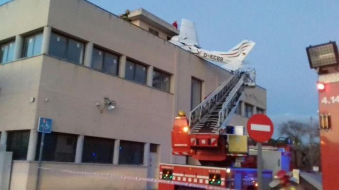 Un accidente de avioneta provoca la muerte de  dos personas en Badia del Vallès
