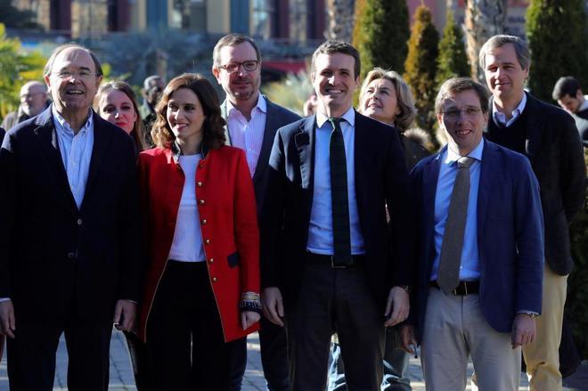 La nueva generación del PP reivindica la escuela del «pico y pala» de Aguirre