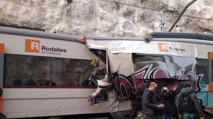 Una muerte y 105 heridos en un accidente de trenes en Barcelona