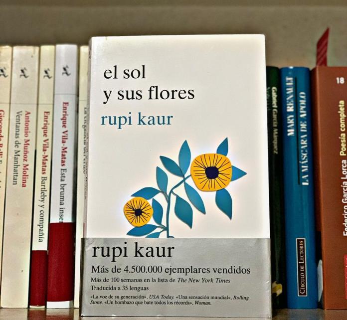 """Rupi Kaur: """"Qué es más fuerte que el corazón humano que se rompe una y otra vez y aun así sobrevive"""""""