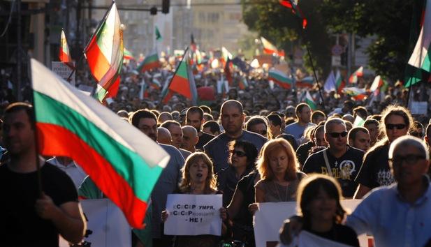 Los búlgaros protestan y exigen la dimisión del gobierno conservador