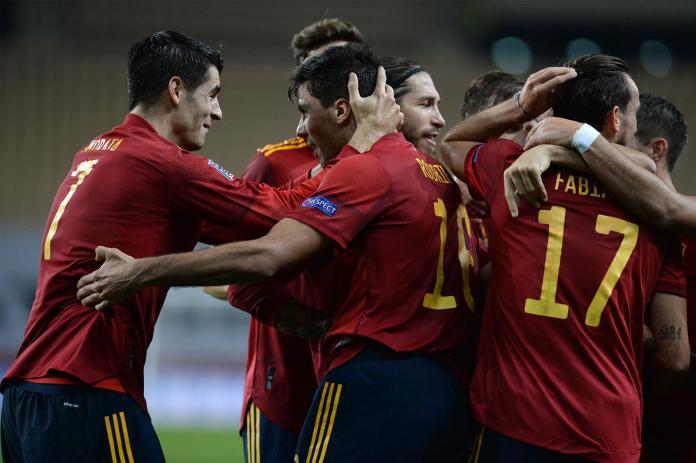 Jugadores de la Selección Española celebran un gol