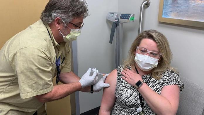 ¿Una vacuna para blancos?