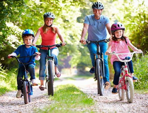 actividades en familia, deporte en familia, montar en bicicleta