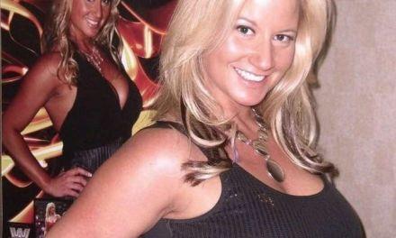 Exluchadora y actriz porno Sunny se convierte en fugitiva de la justicia