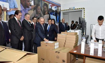 Danilo Medina inaugura un moderno edificio de República Digital Educación