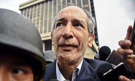Acusados por fraude y malversación ex-presidente Guatemala y 12 ex-funcionarios de su gobierno