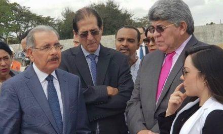 Danilo Medina supervisa construcción CAID Santo Domingo Este