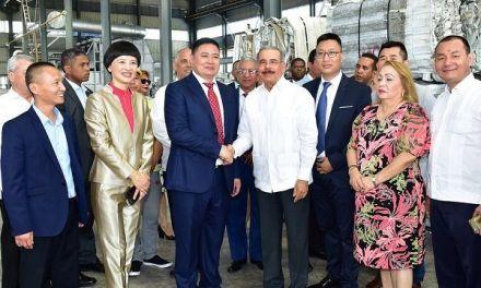 Danilo asiste a inauguración Kingtom Aluminio, primera empresa República Popular China en RD