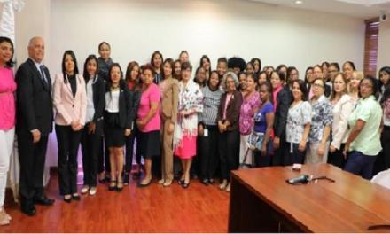 Empleadas CNE reciben charlas y exámenes sobre prevención cáncer de mama