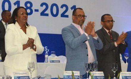 Abucheo empaña la juramentación ADP