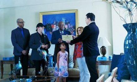 Johnny Ventura recibe placa como Primer Dominicano Embajador Cultural del Instituto Latino de la Música