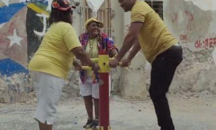 El divertido y pegajoso baile de Will Smith con unas abuelitas raperas en Cuba