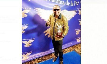 """Orland Cepeda fue reconocido con el premio """"Paloma de la paz"""""""