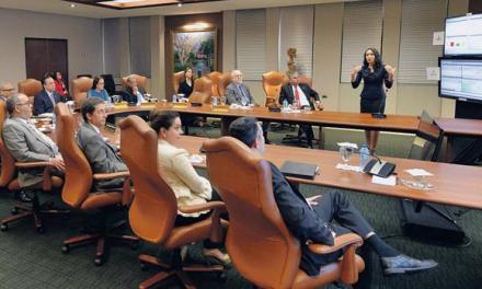 Analizan plataforma electrónica sobre la negociación divisas