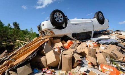 Poderoso tornado devasta pequeña ciudad en EEUU y mata a dos personas