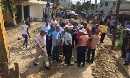 Alcalde Nelson Guillen supervisa obras construye el ayuntamiento