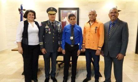 Un sueño especial de un joven autista dominicano de ser policía, fue recibido en Hatillo, San Cristóbal donde recibió floreo