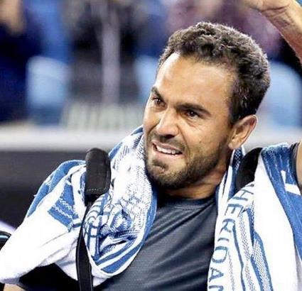 Víctor Estrella, se retira del Tenis