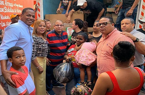Exreguetoneros junto a Bolivar Valera entregaron donaciones para los más necesitados