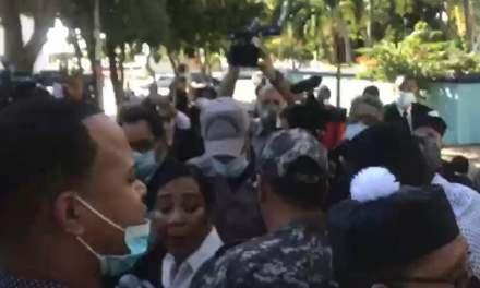 Abogados se enfrentan con armas blancas y bofetadas en medio de protestas contra presidente SCJ