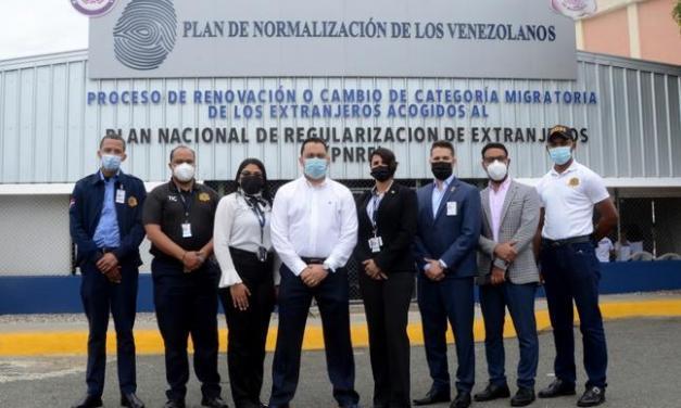 Migración inicia plan de regularización a 115 mil venezolanos residentes en el país