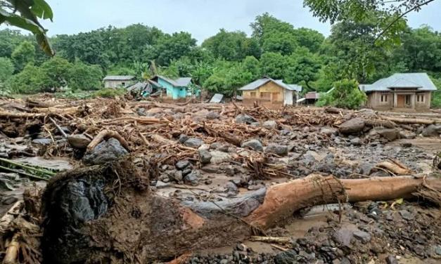 Inundaciones causan más de 50 muertos en Indonesia y Timor Oriental