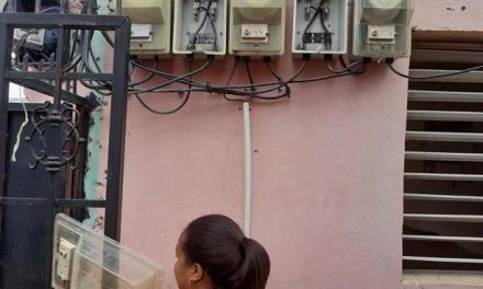 Ladrones barren con medidores luz en Villas Agrícolas