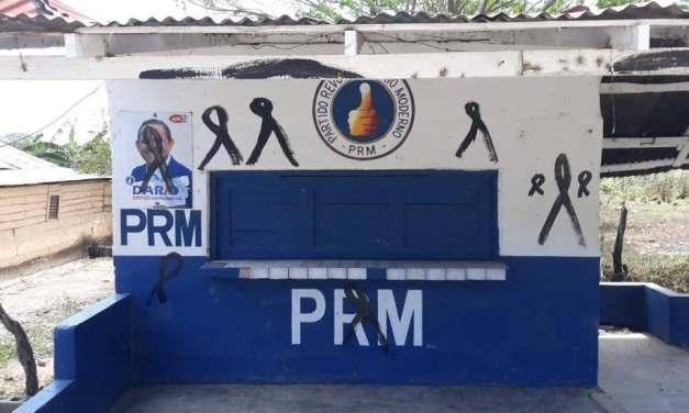 Presuntos perremeístas vandalizan local del PRM en Dajabón en demanda de empleos y obras