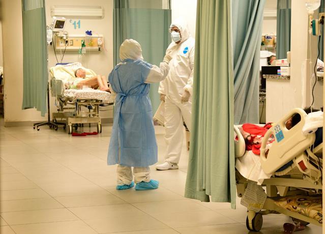 Se desploma el número de PCR, pero sube la ocupación de camas Covid