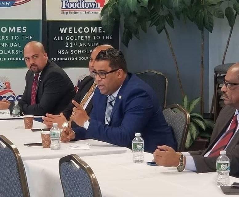 Senador Franklin Rodríguez presenta aguacate de San Cristóbal a Asociación de Supermercados de EEUU