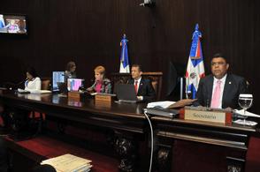Diputados aprueban proyecto ley prohíbe uso de celulares en las cárceles