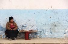 Santos Huamán. Madre de Joselito Sánchez. Vive vendiendo maní en un pequeño puesto ambulante cercano a la Plaza de Armas de Celendín.    /  JavierDueñas