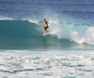 El Gringo surfing on the North Shore