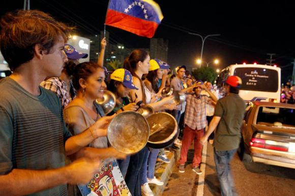 Convocan-cacerolazo-en-Venezuela-Manifestaciones-Protestas-800x5331