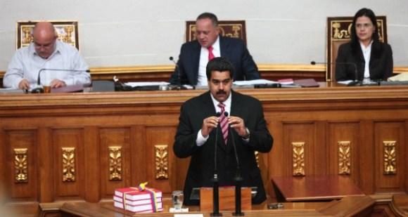Nicolás-Maduro-en-la-Asamblea-Nacional-4-600x320