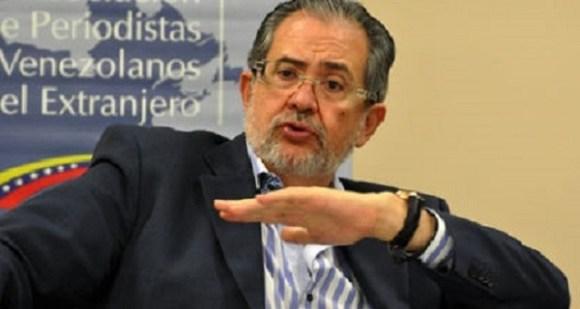 Henrique-Asociacion-Periodistas-Venezolanos-Extranjero_NACIMA20130920_0298_6-600x320