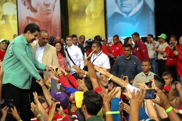 Nicolas-Maduro-22j-estudiantes-4