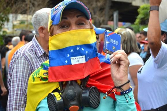 revocatorio-protesta-cne-mud-oposicion-calle-bandera-venezolanos-referendo