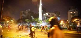 """Más de 30 manifestantes detenidos tras """"mega redada"""" nocturna en Plaza Altamira"""