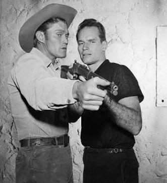 Charlton heston y Chuck Connors