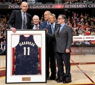 Ceremonia de retirada de camiseta con los Cavaliers