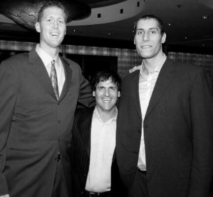 Bradley (229 cm),Cuban (189 cm) y Pavel Podkolzin (226cm)