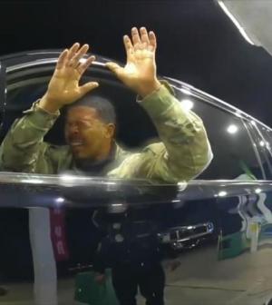 Policía rocía con gas pimienta a un militar negro en EEUU