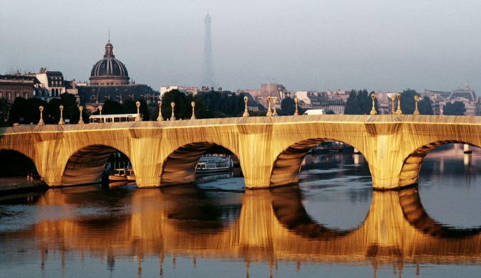 Christo and Jeanne-Claude: The Pont Neuf Wrapped, Paris, 1975-85 Photo: Wolfgang Volz. ©1985 Christo + Wolfgang Volz